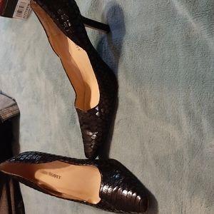 Used Size 7 M Karen Scott Heels, 2.25 inch heel.